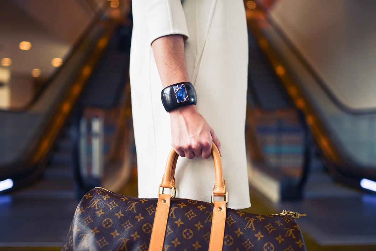 En vente privée, vêtements de luxe côtoient marques plus abordables